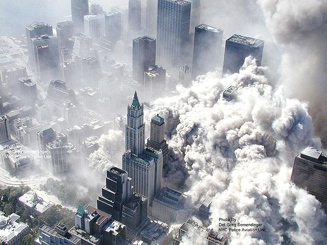 NYC009 NUEVA YORK (ESTADOS UNIDOS) 11/02/2010.- Imagen de archivo fechada el 11 de septiembre de 2001 tomada por el departamento de policía de Nueva York y obtenida por la cadena ABC que muestra una vista aérea del atentado terrorista contra las torres del World Trade Center. Las imágenes inéditas, que fueron tomadas desde un helicóptero y estaban en poder de las autoridades, fueron cedidas a la ABC gracias a una petición oficial que la cadena televisiva hizo en 2009 para poder emitirlas. EFE/ Departamento de policía de Nueva York//SÓLO PARA USO EDITORIAL/PROHIBIDA SU VENTA ***ATENCIÓN CONDICIONES DE USO*** SI LA IMAGEN SE UTILIZA EN INTERNET, DEBERÁ IR ACOMPAÑADA DE UN VÍNCULO AL SITIO WEB DE ABC NEWS www.abcnews.go.com./SE DEBE DAR OBLIGATORIAMENTE EL CRÉDITO A ABC NEWS
