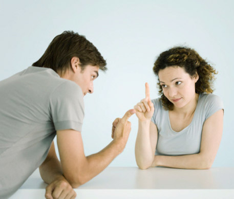 pareja-discutiendo