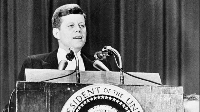 """""""A Kennedy lo mató la mafia bajo la supervisión de la CIA, y el FBI lo sabía semanas antes"""""""