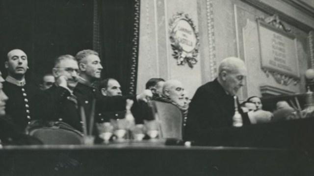 Reunión de las nuevas Cortes, el 16 de marzo de 1936, con el diputado monárquico Ramón de Carranza presidiendo la mesa - José Díaz Casariego