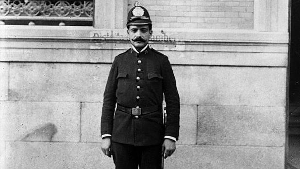 Retrato de un policía español realizado en 1912