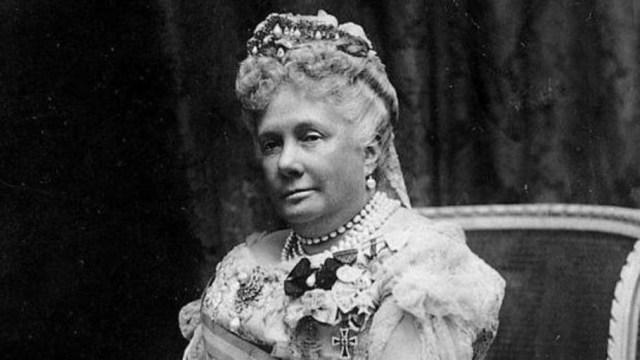 La Infanta Isabel fue hija, hermana, nieta y tía de reyes. Se le concedió el título de Princesa de Asturias por partida doble.