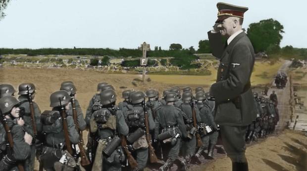 Hitler presencia un desfile de las tropas alemanas después de hacerse con Varsovia - ABC
