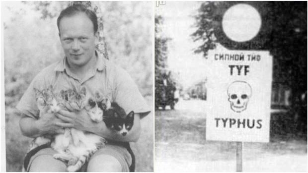 El médico Eugene Lazowski, junto a uno de los carteles que anunciaban que el territorio estaba contaminado de tifus