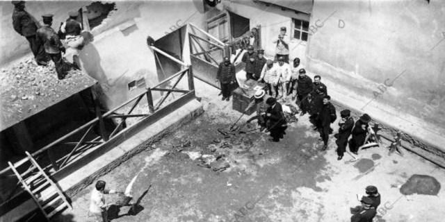 Descubrimiento de los restos de la víctima del «Crimen del capitán Sánchez», Rodrigo García Jalón, en el picadero de la Escuela de la Guerra - Ramón Alba