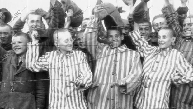 Liberación de prisioneros en el campo de Dachau en abril de 1945 - ABC