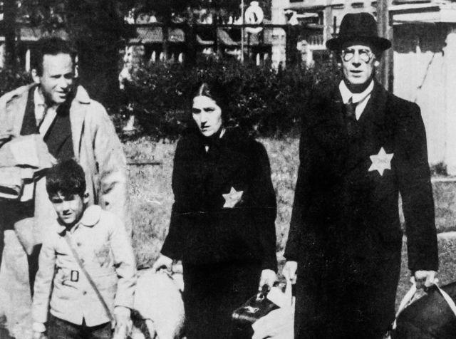 Una familia judía abandona su casa en los Países Bajos, durante la Segunda Guerra Mundial.MARKA / GETTY 8