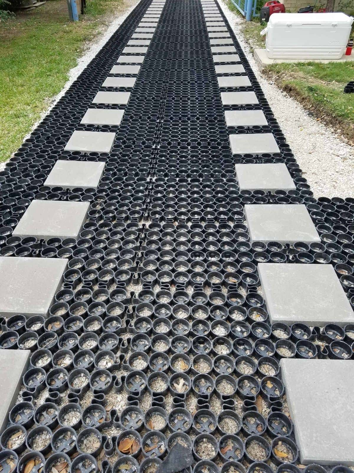how to stabilize pea gravel driveways