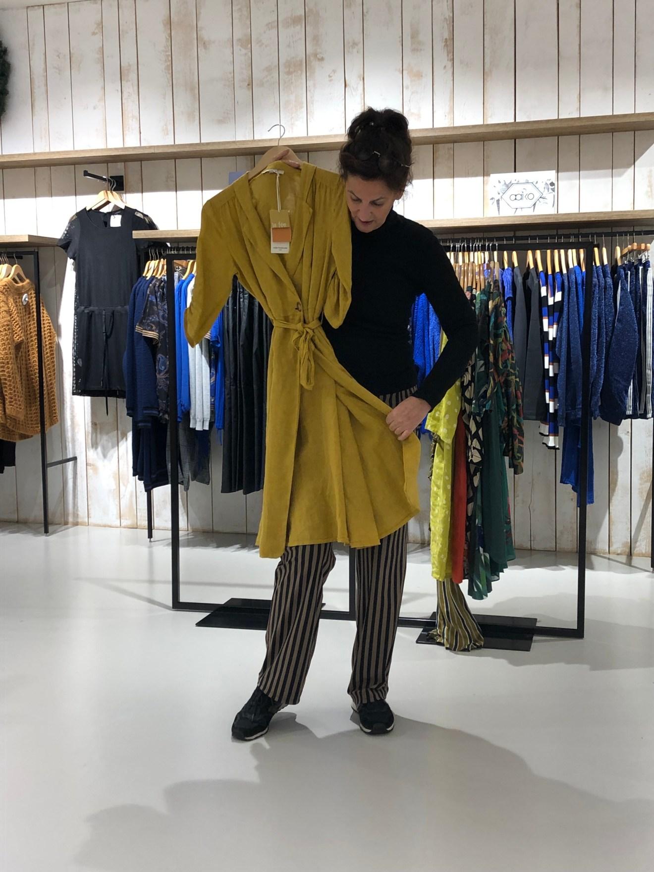 La Fée mosterdkleurige jurk