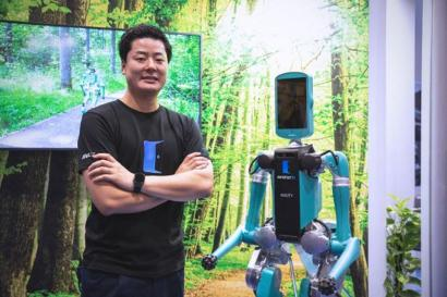 robot developed by OhmniLabs and ANA HOLDINGS INC