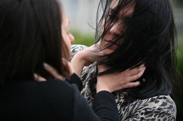 Tuča žena, žene, devojka, devojke, učenice, zlostavljanje, nasilje, šamaranje, davljenje, davi, udavila maltretiranje, snaja, svekrva, fajt
