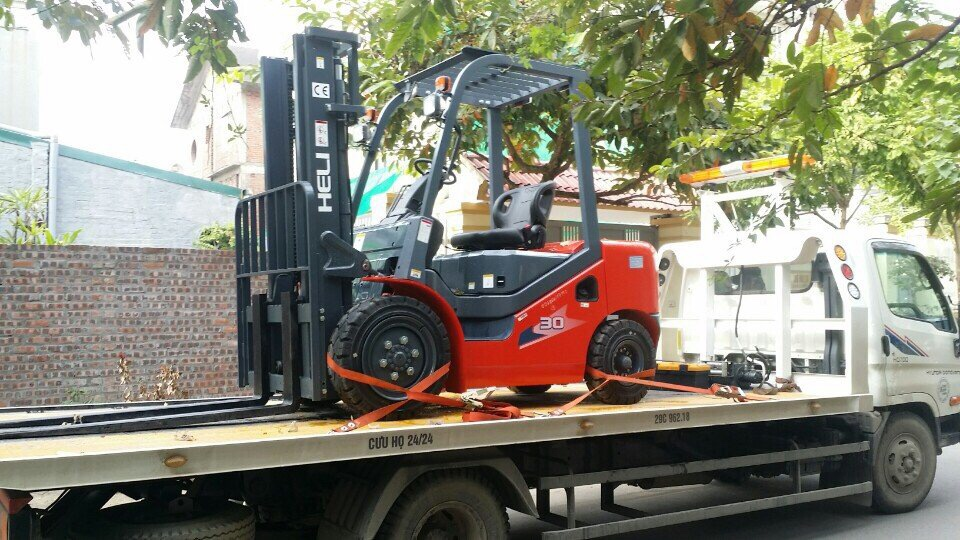 Delivery of 3 tons forklifts to partners