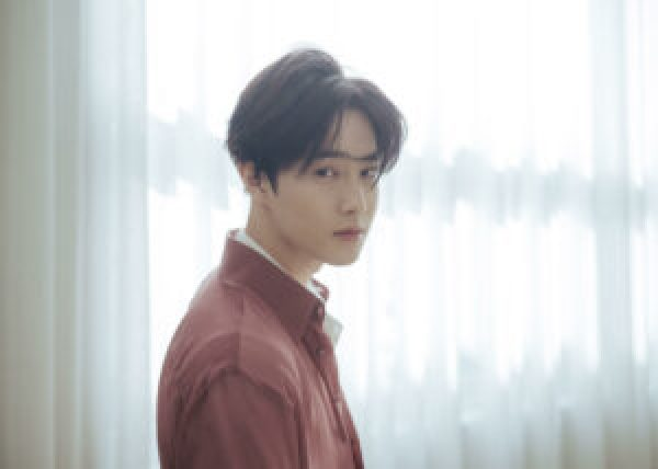 Korean stars join military in 2020 - Suho