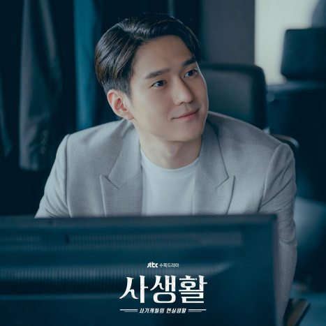 Go Kyung Pyo showed his dapper side as a mysterious businessman.