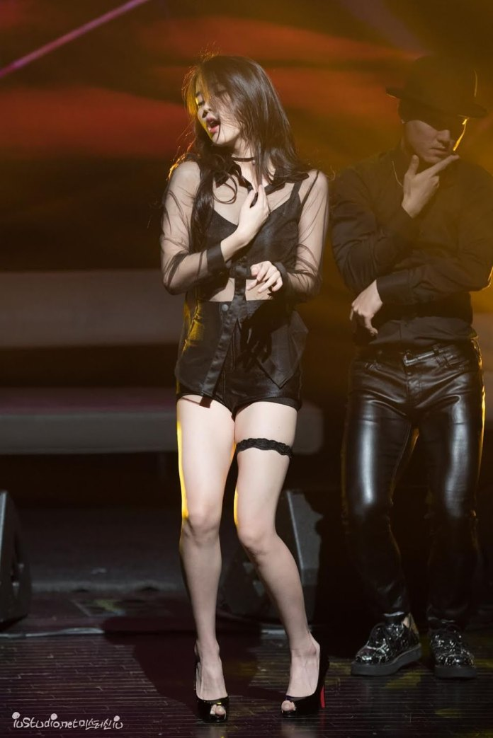 Pic 7 - Do you know sexy IU on the stage?