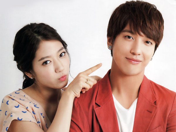 Pic 1 - Is Jung Yong Hwa married?
