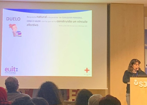 La doctora Melinda González, psicóloga del Instituto de Investigaciones Biomédicas August Pi i Sunyer, explicó los recursos psicológicos para afrontar la enfermedad