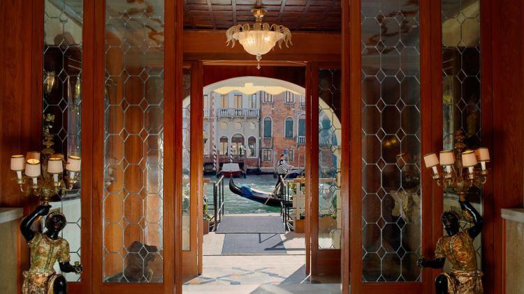Grand_Canal_Entrance_Lobby.jpg