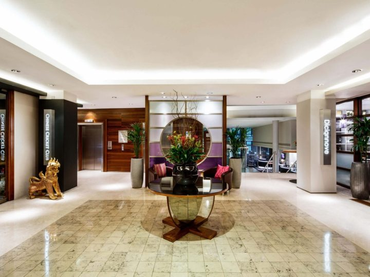 Lobby area of the Crowne Plaza London, The City