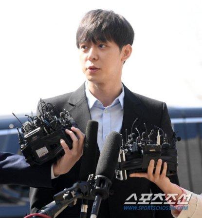 Tras haberse confirmado mediante un test que Park Yoochun de JYJ consumía drogas con su ex novia Hwang Ha Na su agencia C-JeS Entertainment decidió terminar con su contrato