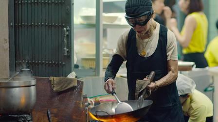 JAy Fay cocinando para la serie street food