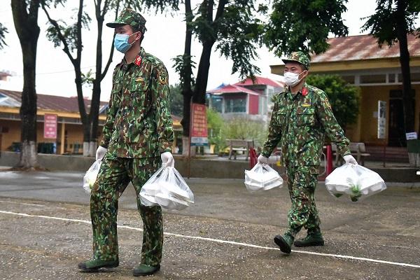 Vietnam entrega viandas gratis para quienes están en cuarentena por el COVID-19