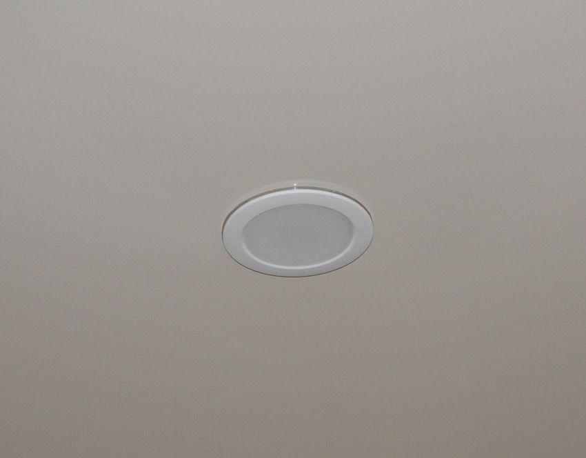 Установленный светильник Philips