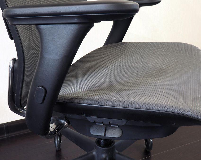 Рычаги регулировки положения кресла