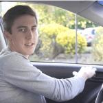 abrir-puerta-del-coche-con-cuidado