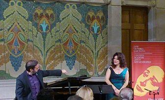Rubén Fernández Aguirre i Nancy Fabiola Herrera al LIVE VICTORIA del 8 d'octubre a la sala Lluís Domènech i Montaner del recinte modernista de Sant Pau. Foto IFL