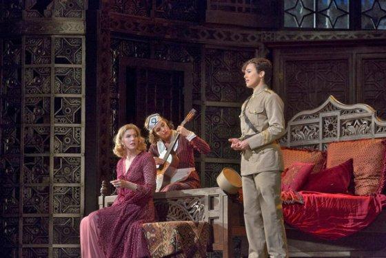 Amanda Majeski, Marlis Petersen i Isabel Leonatd a Le Nozze di Figaro al MET foto Ken Howard/Metropolitan Opera