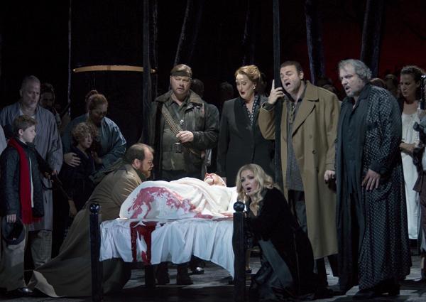 René Pape, Claudia Waite, Joseph Calleja, Željko Lučić i Anna Netrebko al Macbeth del MET 2014 Fotografia de Marty Sohl/Metropolitan Opera