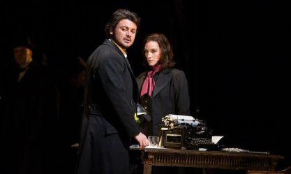 "Vittorio Grigolo (Hoffmann) i Kate Lindsey (Nicklause) a ""Les Contes d'Hoffmann."" Foto: Marty Sohl/Metropolitan Opera"