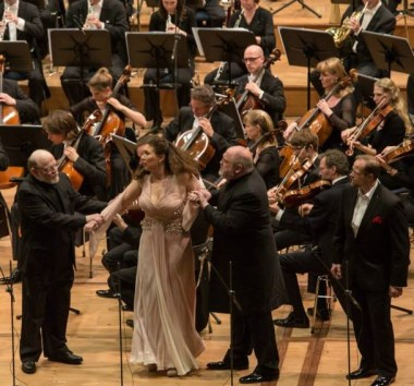 Eric Halfvarson (Fafner), Annette Dasch (Freia) i Peter Rose (Fassolt) a Das Rheingold a Munich
