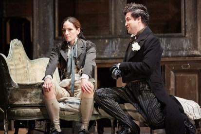 Kate Lindsey (Cherubino) i Krystian Adam (Don Basilio) a Le nozze di Figaro, The Royal Opera © 2015 ROH. Photograph by Mark Douet
