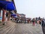 Tai Shan Summit: shops and tourists.