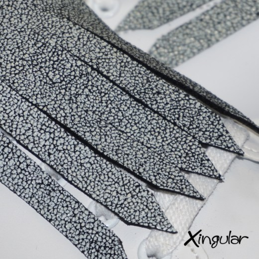 flecos zapatillas cuarteado blanco y negro detalle