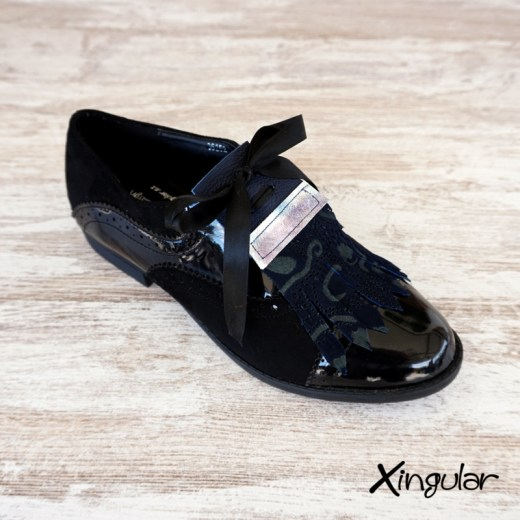 lengüetas zapatos azuladas