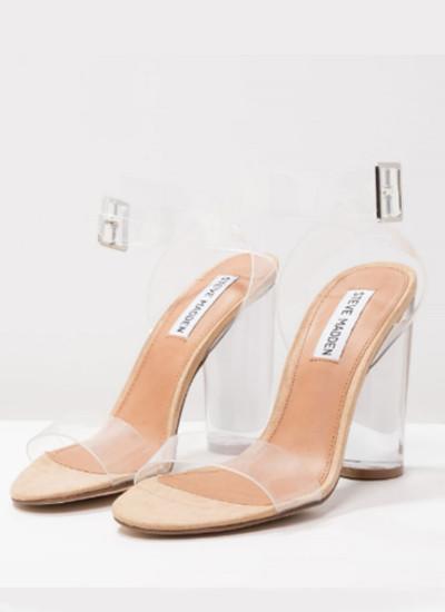 La fiebre-por-las-prendas-y-complementos-transparentes-sandalias
