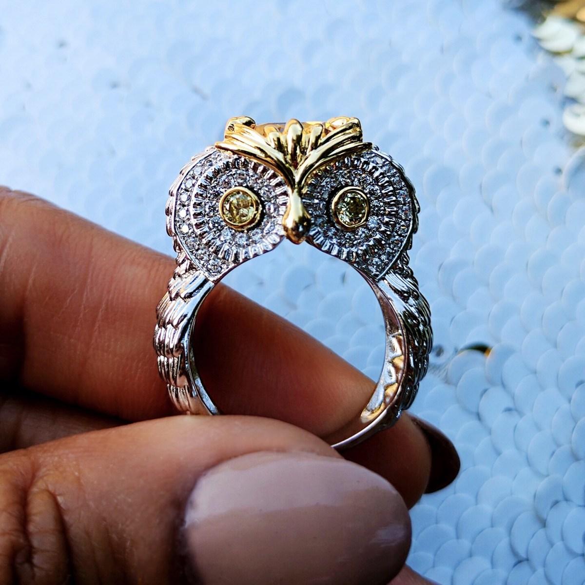 Jeulia-Two-Tone-Feather-Round-Cut-Created-Topaz-Owl-Ring