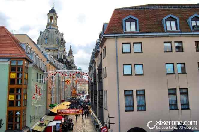 Casas de Dresde y la Frauenkirche al fondo