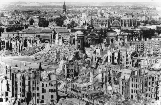 Centro de Dresden, 1945