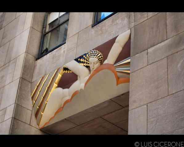 Una de las puertas del Rockefeller Center