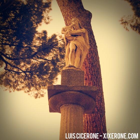 Saturno deborando a un hijo - Estatua de El Capricho