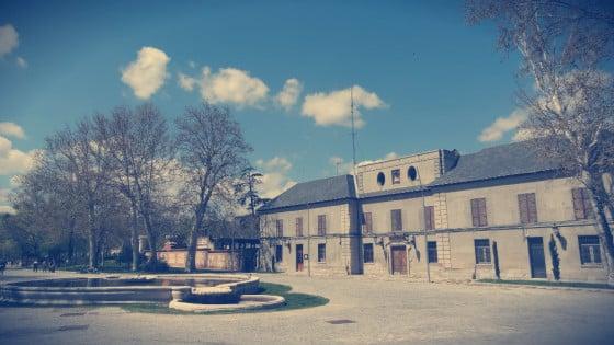 Palacio de los Vargas y Fuente de los Pajaritos en la Casa de Campo