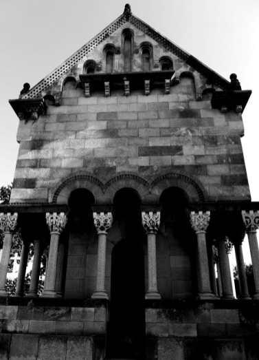 Mausoleo Neo románico