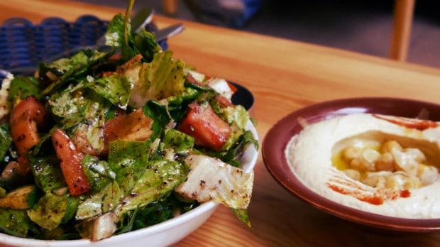 Fatoush y Hummus en T-marbouta