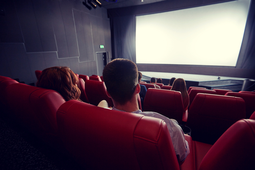 La idea de ir al cine solo...