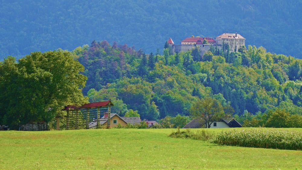 Castillo de Bled en la distancia