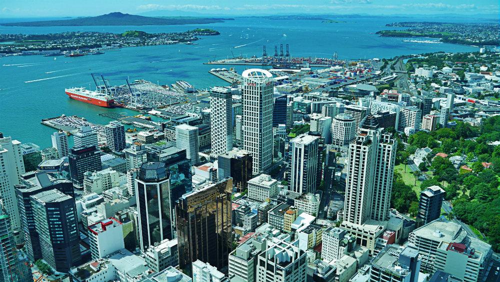 Vistas de Auckland y el puerto desde la Skytower